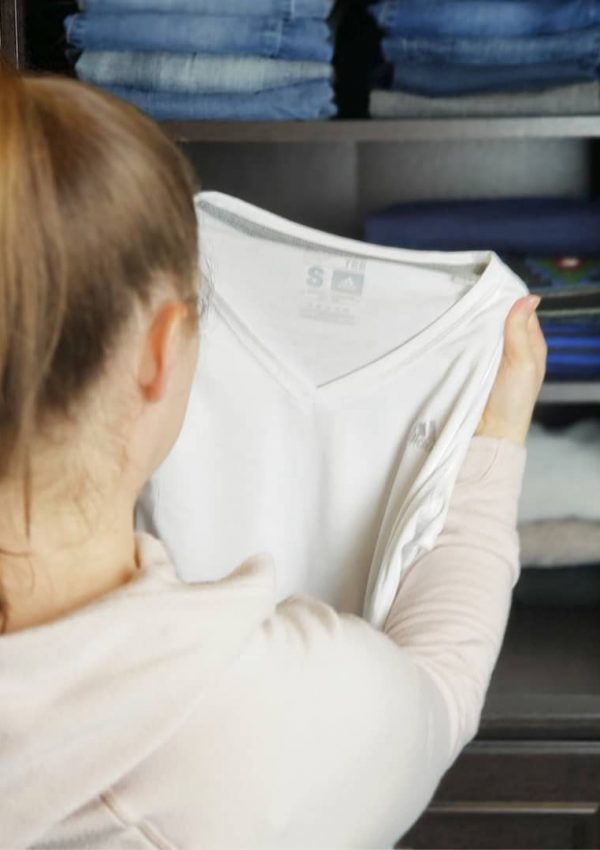 A Step-by-Step Guide to Decluttering Clothes